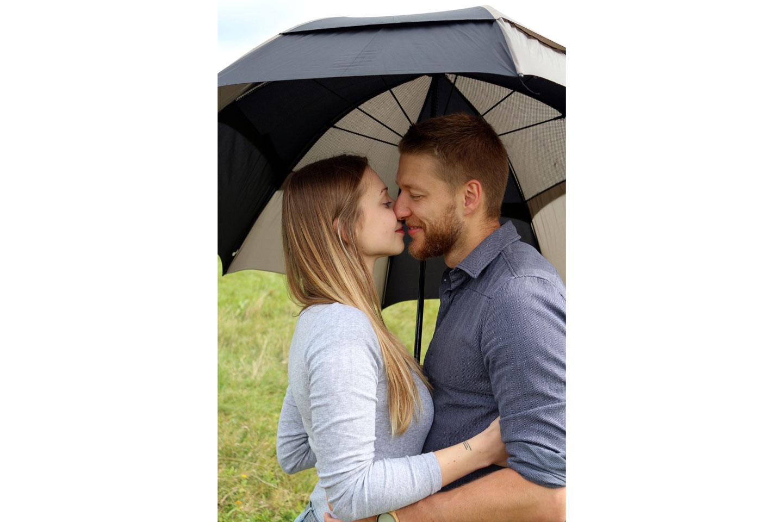 paarshooting ideen mit regenschirm