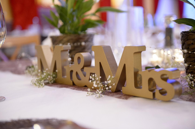 Hochzeitsbild von Mr und Mrs Aufsteller aus Holz