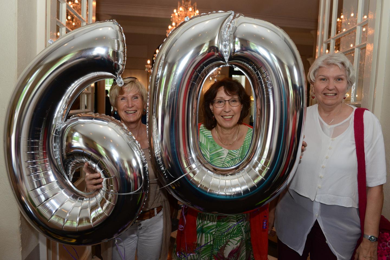 Frauen feiern 60 Geburtstag