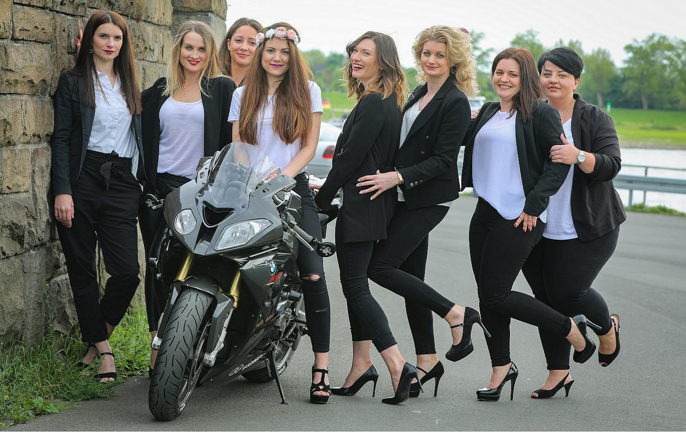 Junggesellinnenabschied Fotoshooting mit Motorrad