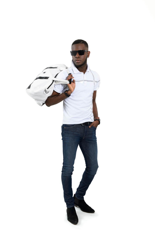 Modeshooting weiße Tasche und T-Shirt