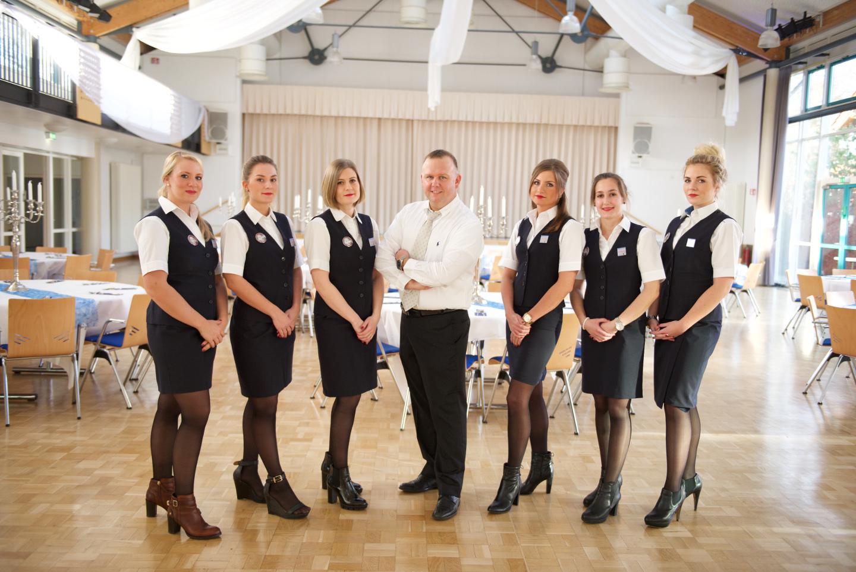 Businesshooting mit Pilot und seinen sechs Stewardess.