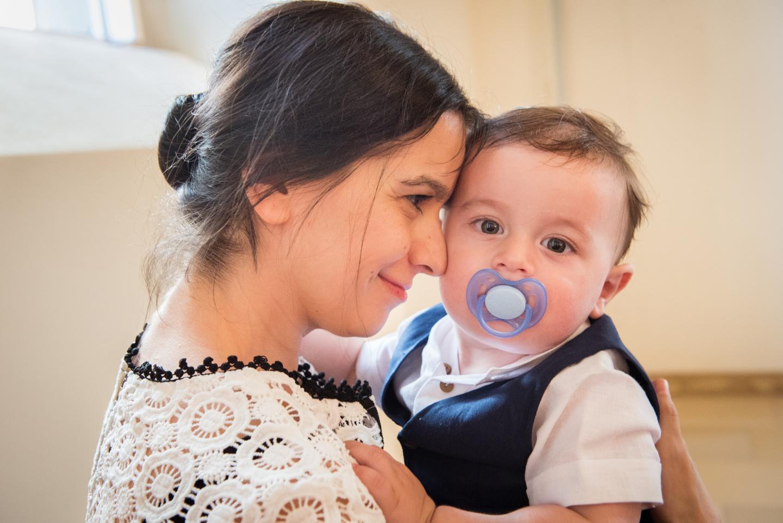 Sohn und Mama vor der Taufe